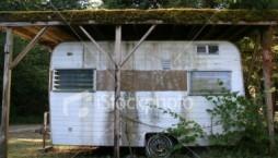 ist2_766259_trashy_trailer2.jpg